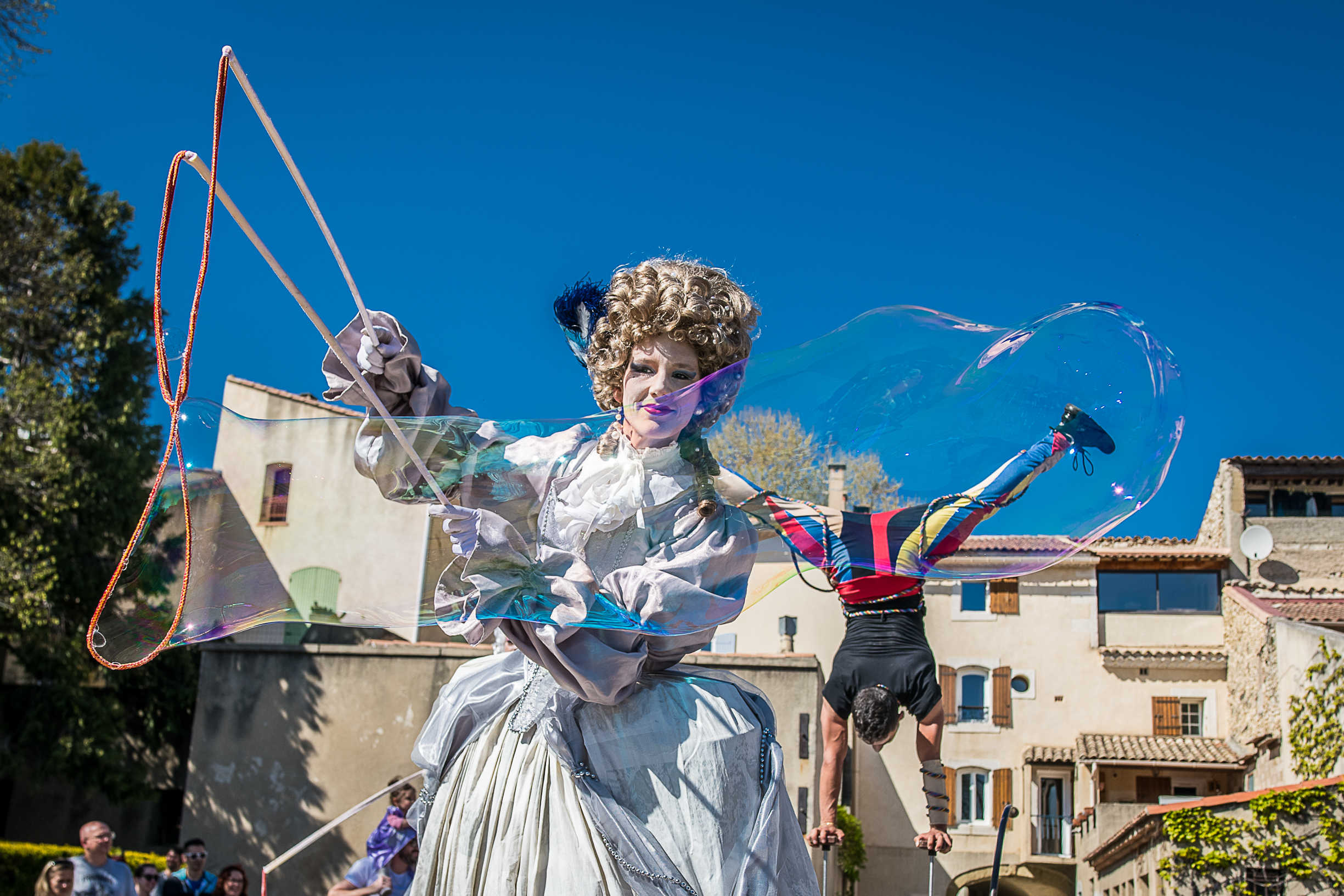 carnaval-marquise-baroque-bulles-de-savon-acrobate-arlequin