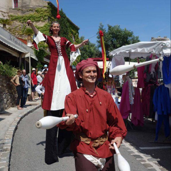Compagnie de cirque PACA animation de rue médiévale