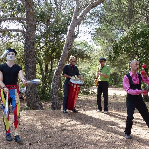 parade carnaval jongleur arlequin Cirque Indigo PACA