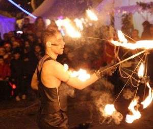Spectacle de feu Cirque Indigo PACA 13 marché de noël