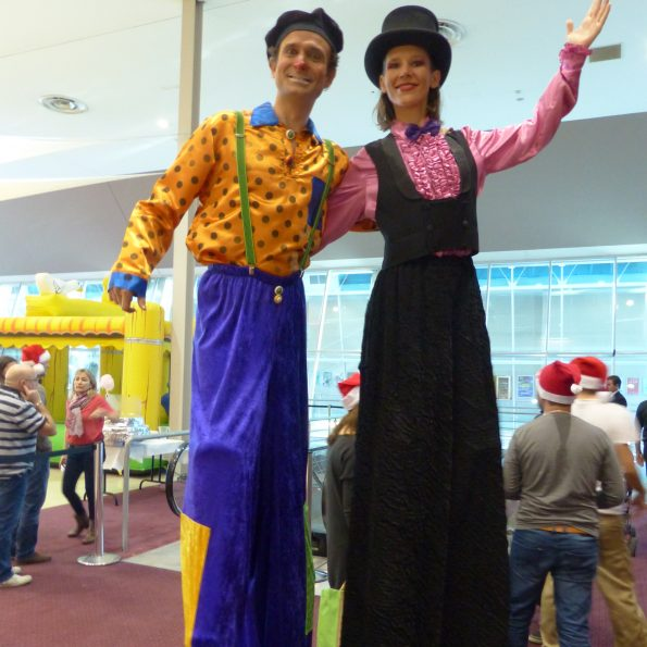 échassiers cirque et clown