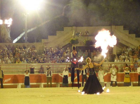 Parade feu et spectacle de feu avec cracheur de feu à Beaucaire, dans le Gard 30