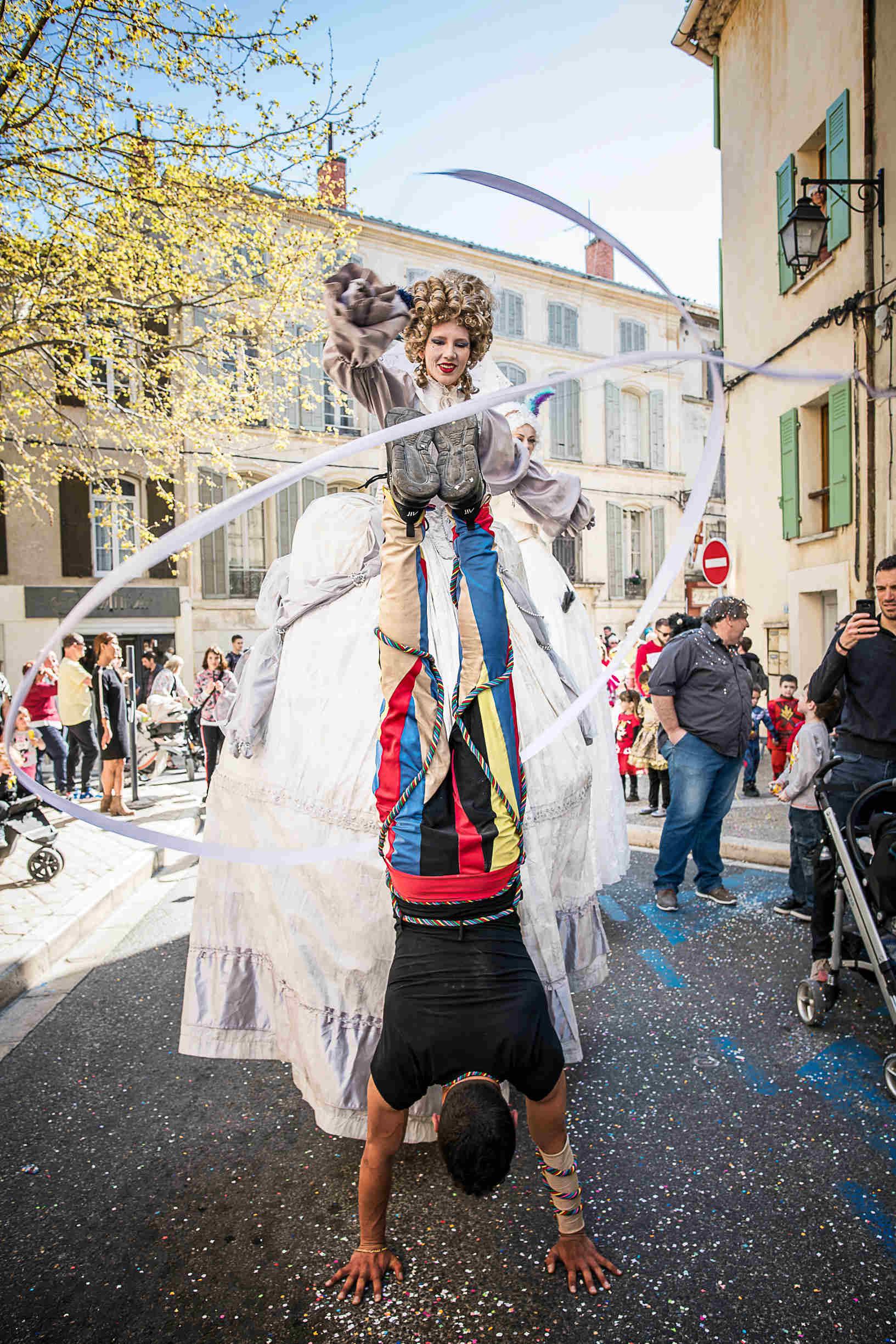 parade carnaval acrobate cirque indigo