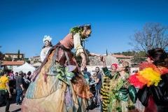 Parade carnaval échassier médiéval