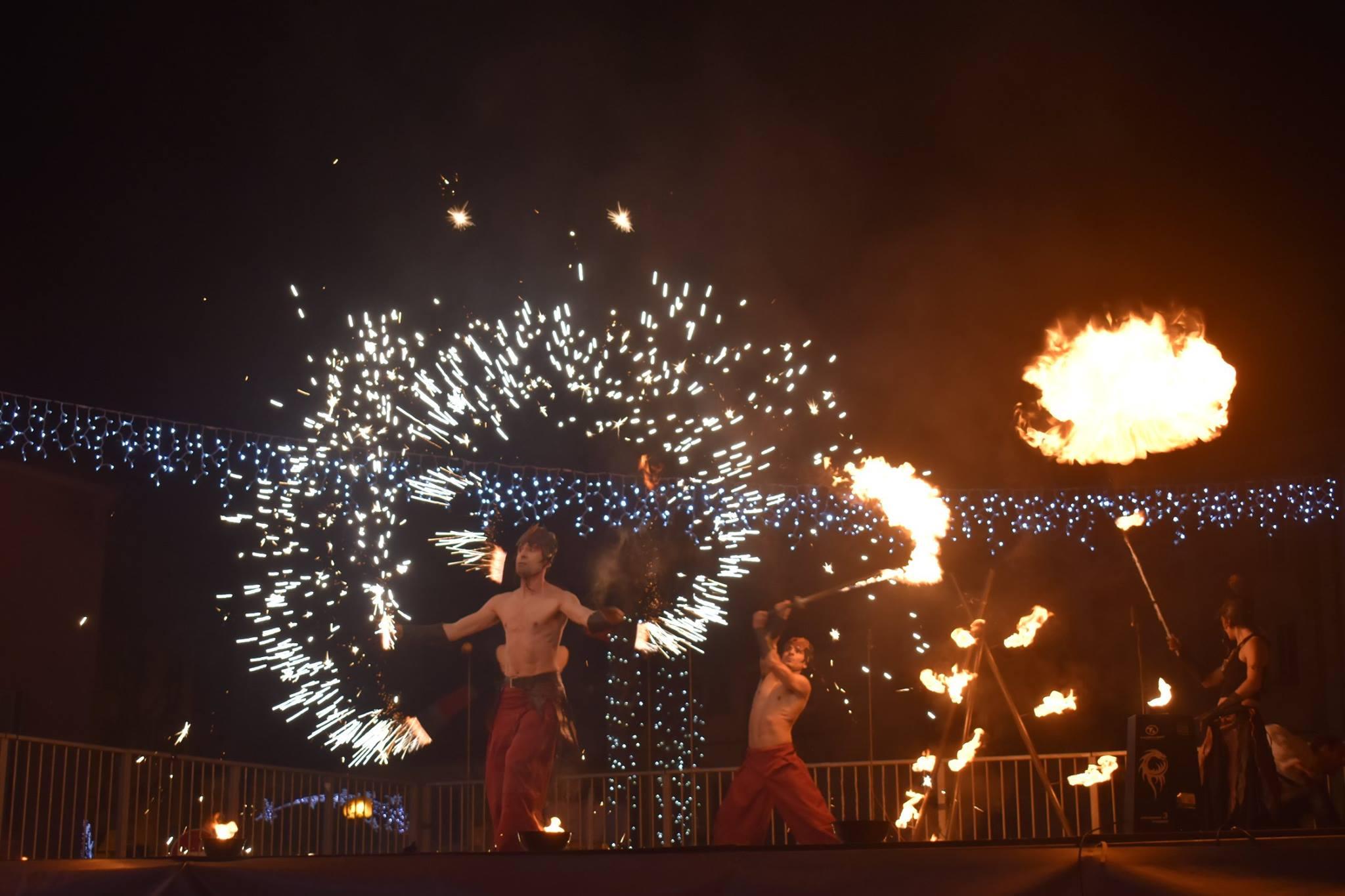 Spectacle de feu et pyro compagnie cirque Indigo