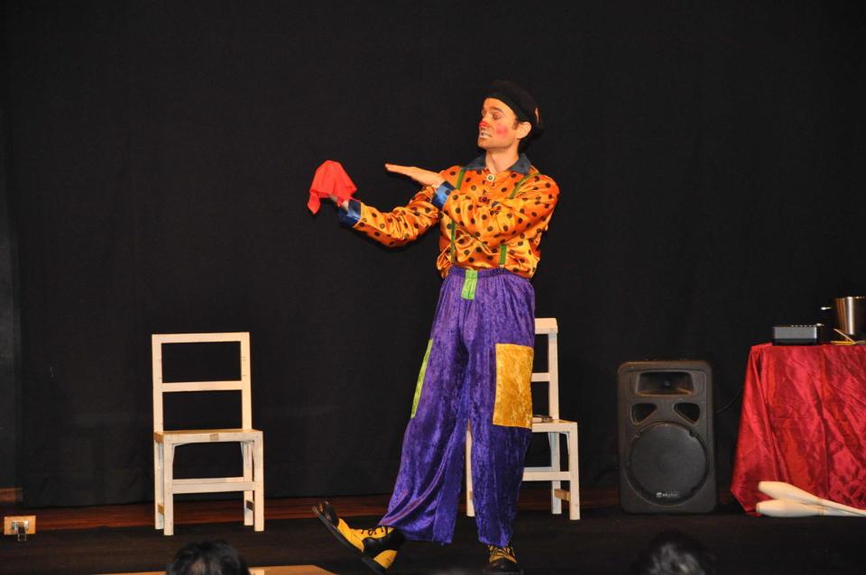 Spectacle pour enfants de cirque pour centre aérée en PACA Draguignan et Toulon