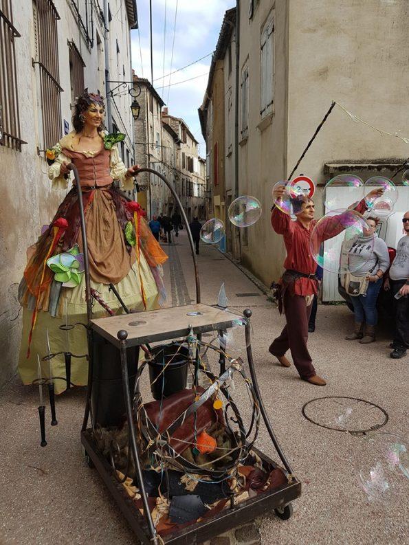 animation de rue de la troupe médiévale fantastique à al fête de la châtaigne 34