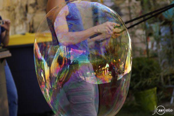 animation de rue bulles de savon géantes Cirque Indigo