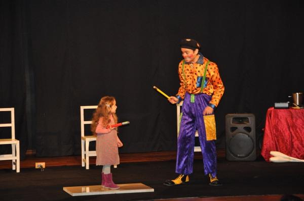 spectacle de clown pour enfants et arbre de Noël école et centre aérée de Cirque Indigo