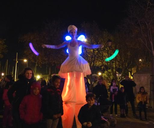 échassiers lumineux jonglerie lumineuse