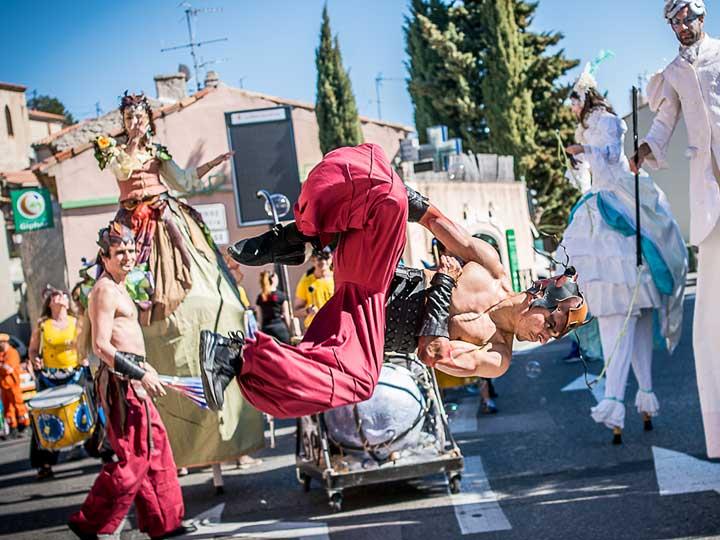 parade-carnaval-4-elements-acrobatie-Cirque-Indigo