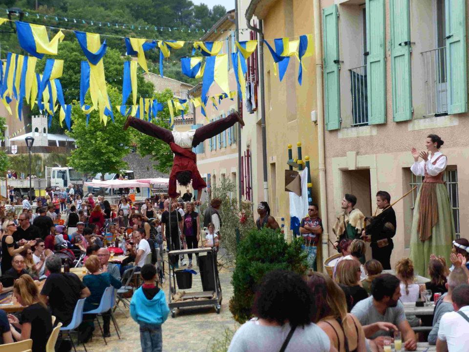 Animation de rue déambulatoire de troupe Médiévale en PACA 04 de Cirque Indigo