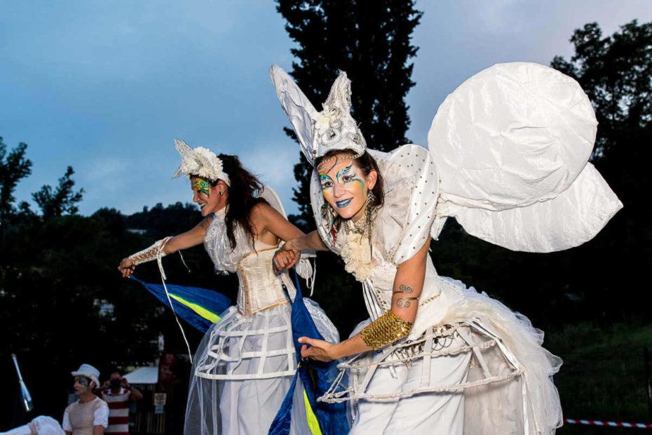 animation de rue des échassiers blancs de Cirque Indigo en Nice 06 PACA