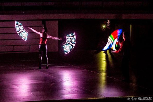 spectacle lumineux avec jonglerie lumineuse France
