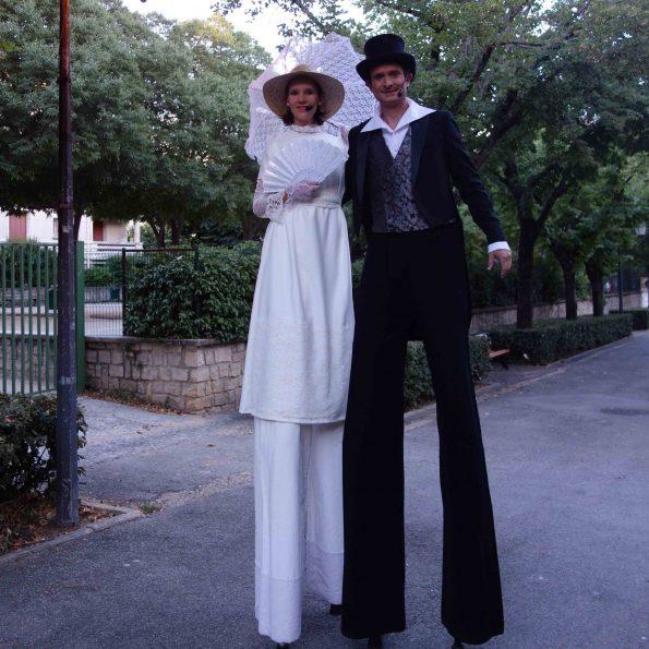 Accueil en échasses belle époque mariage Cirque Indigo PACA