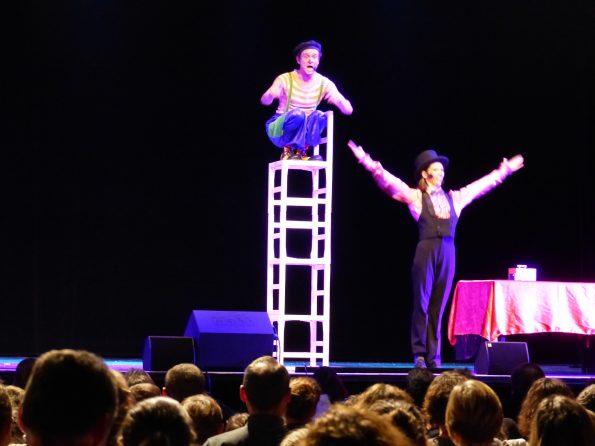 Spectacle de cirque pour enfants et Arbre de Noël à Aix en Provence 13 de Cirque Indigo