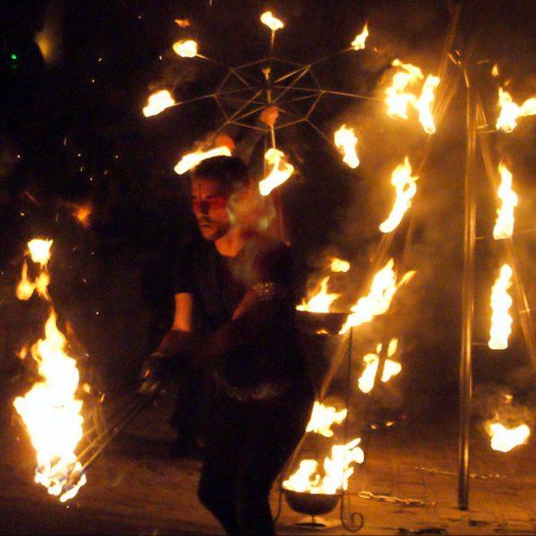 spectacle de feu compagnie Cirque Indigo