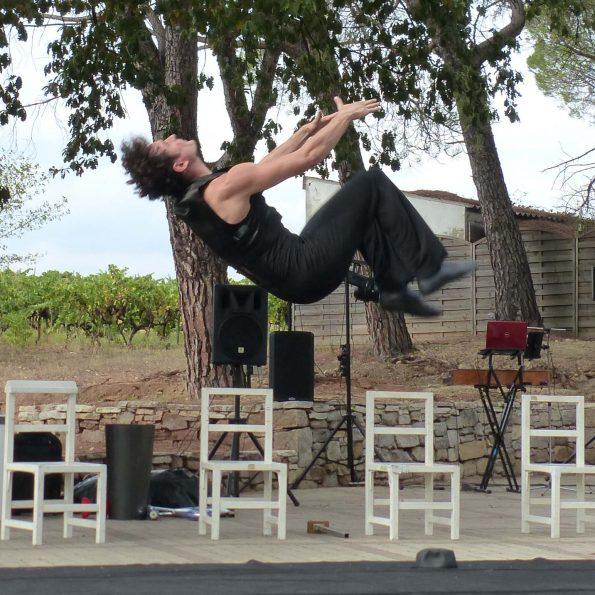 spectacle de rue acrobatie PACA compagnie cirque Indigo