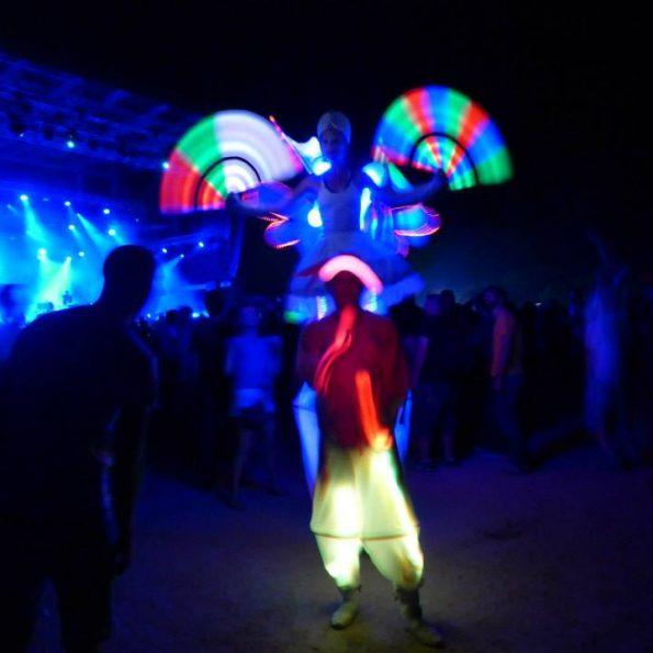 échassiers lumineux festival techno 83 jonglerie lumineuse