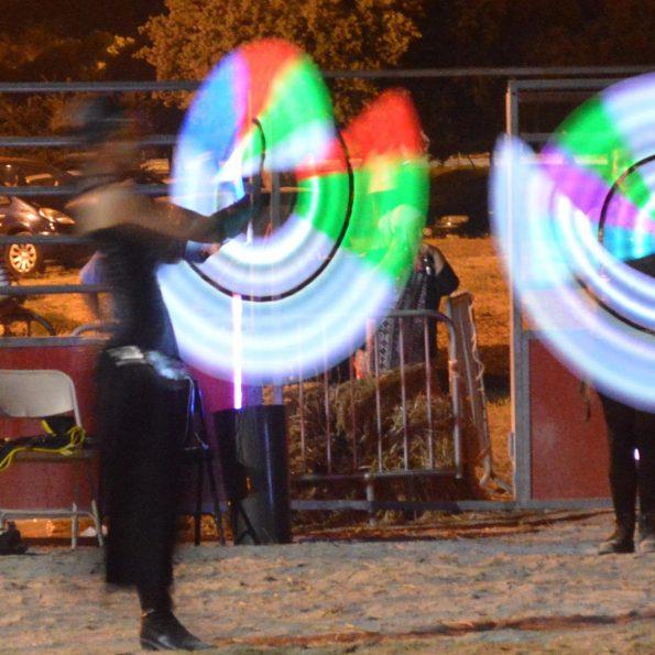 Spectacle lumineux pour animation de rue compagnie cirque indigo