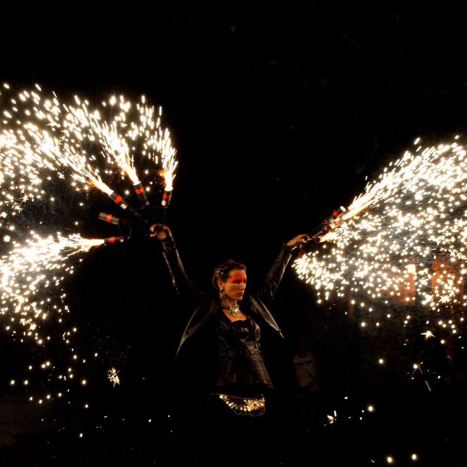 Compagnie spectacle de pyrotechnie de rue Cirque indigo PACA