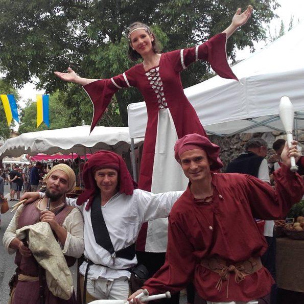 troupe medievale compagnie cirque Indigo PACA animation de rue et acrobatie