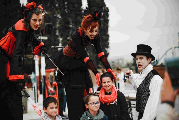 Animation parade Halloween les vampires de cirque indigo