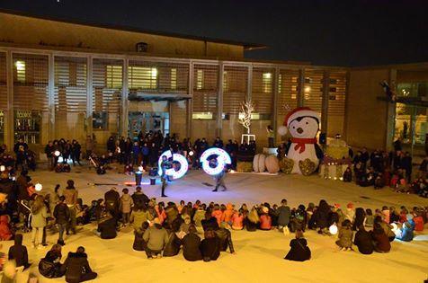 Spectacle lumineux LUCIOLE de Cirque Indigo pour illumination de marché de Noël