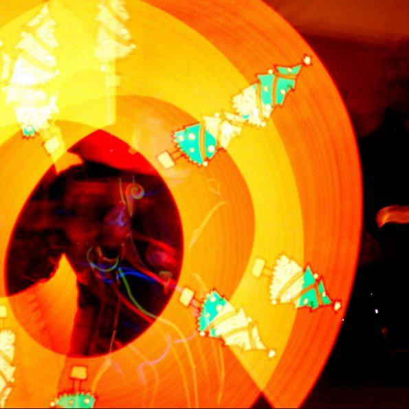 Spectacle jonglerie lumineuse de Cirque Indigo pour Noël en PACA 83