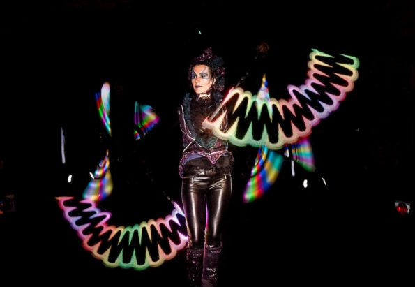 Compagnie artiste jongleur lumineux et jonglerie lumineuse