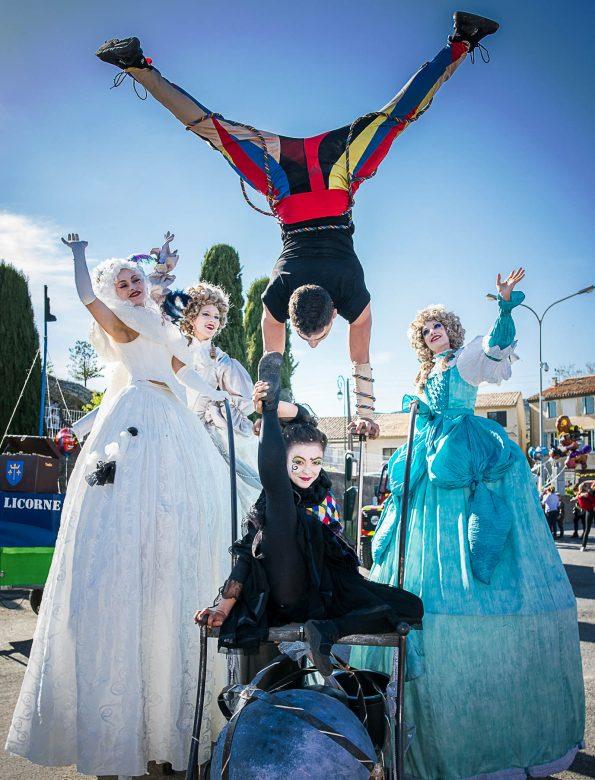 Troupe carnaval arlequin renaissance spectacle de rue échassiers baroques
