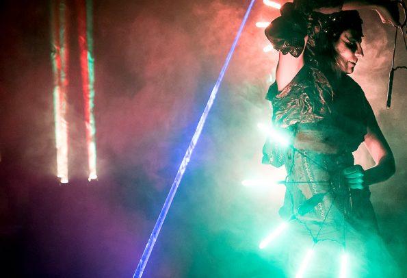 Spectacle jonglerie lumineuse LASER et LED compagnie Cirque Indigo PACA