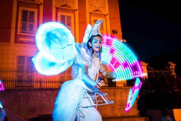 Echassier blanc lumineux Noël cirque indigo en Provence retraite des flambeaux Nice 06 PACA