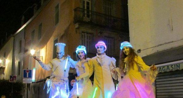 echassier lumineux parade de rue lumineuse Lourdes de cirque indigo