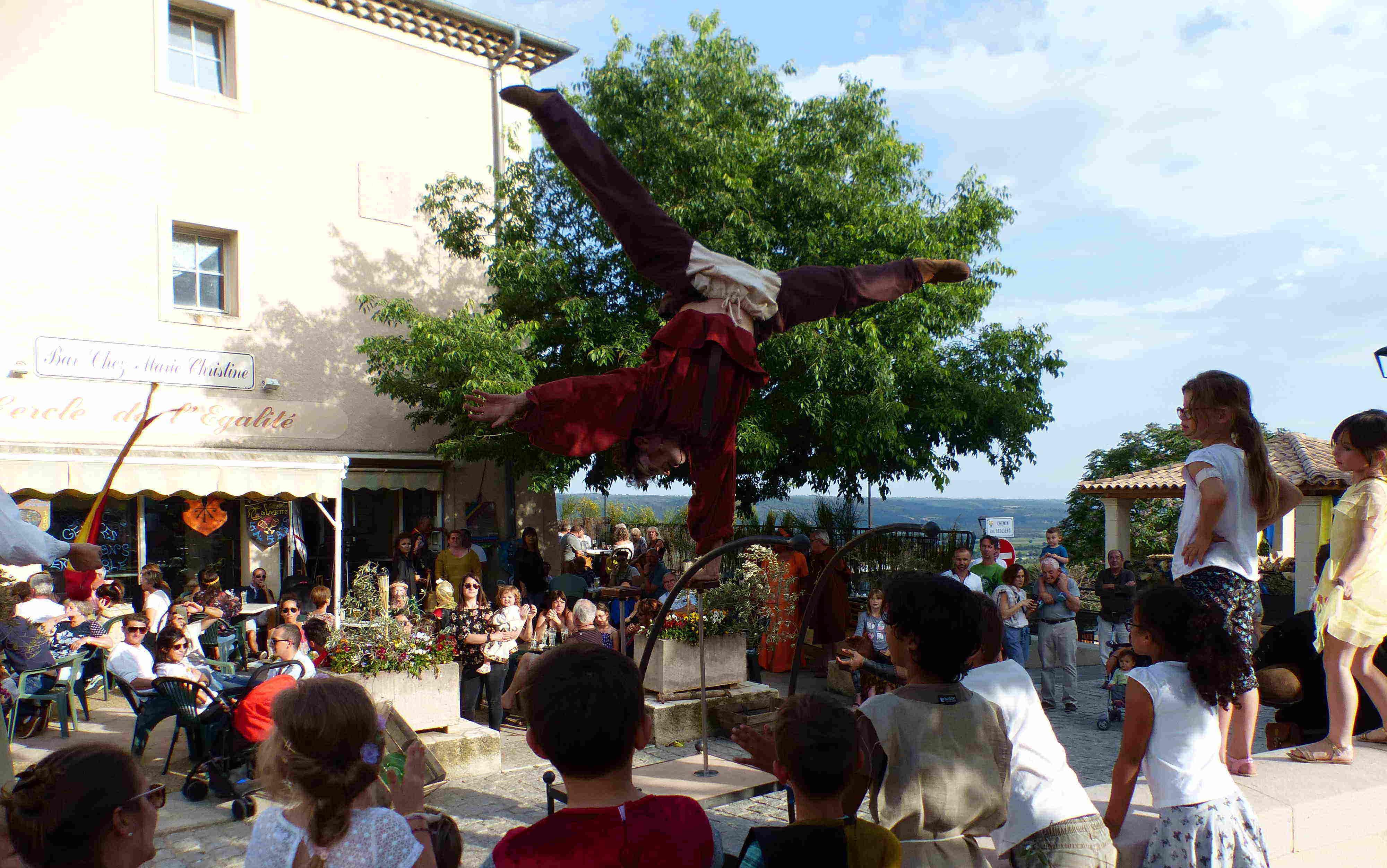 Spectacle de rue cirque Indigo 04 PACA