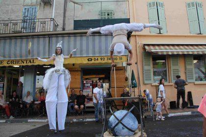 Spectacle de rue échassiers blancs PACA
