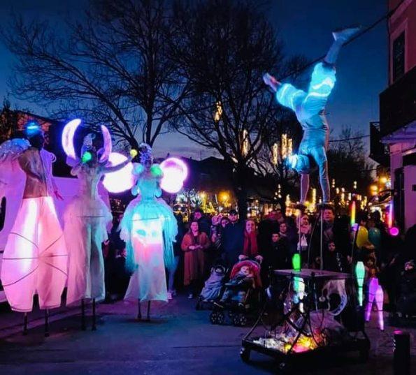Parade lumineuse des échassiers lumineux en Provence 83