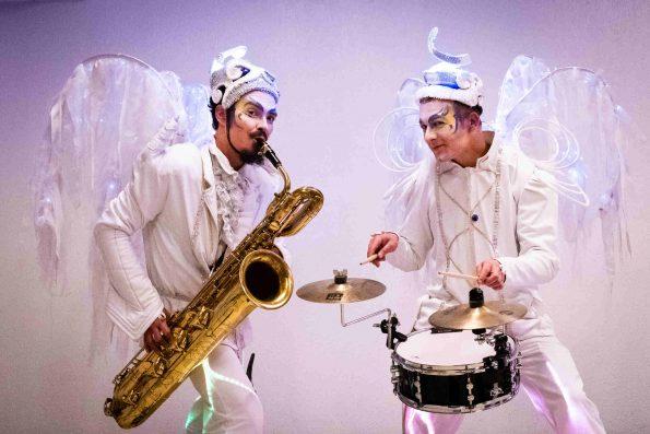 Musiciens blancs lumineux Noël Cirque Indigo PACA