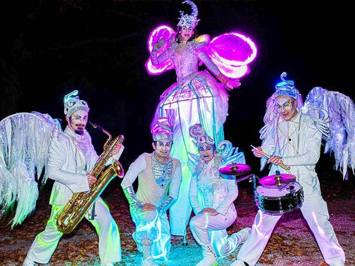 deambulation-troupe-parade-de-lune-blanc-lumineux-cirque-indigo