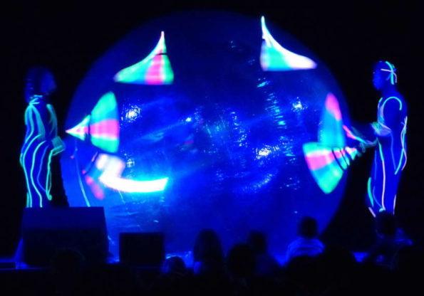 Grand spectacle de cirque lumineux de Noël pour enfants et tout public en Provence, PACA 13