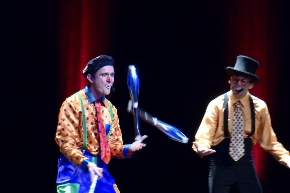 spectacle de clown et cirque de noel caraveo cirque indigo
