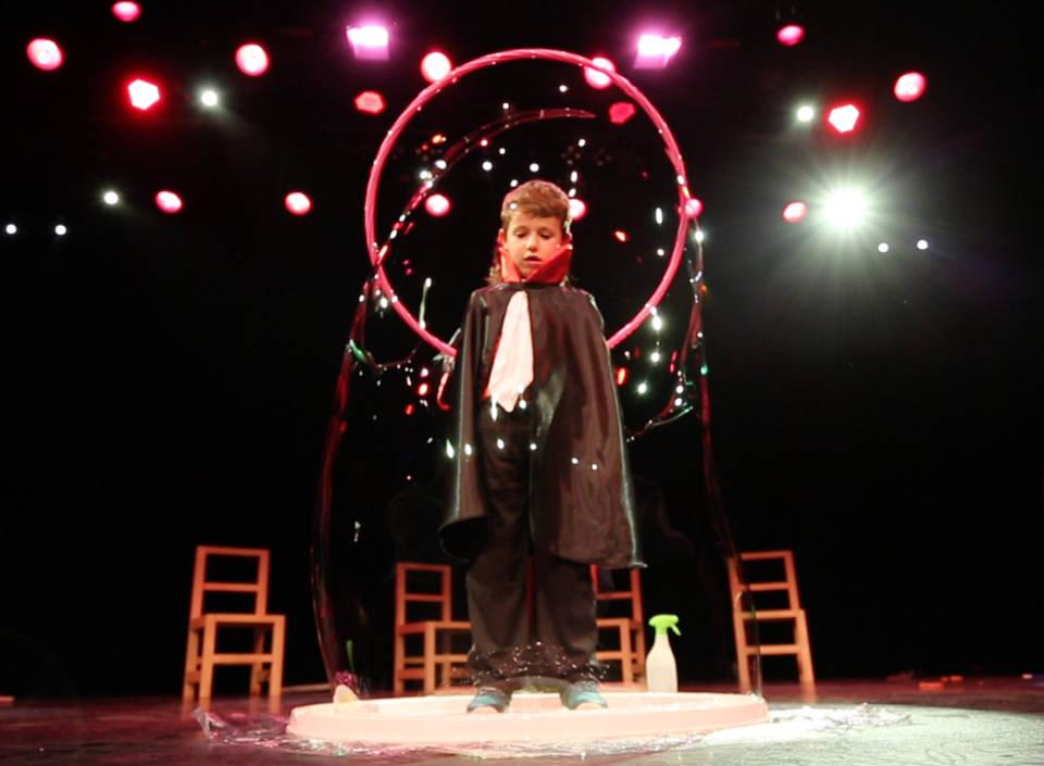 spectacle pour enfants de cirque et magie cirque indigo Provence 83