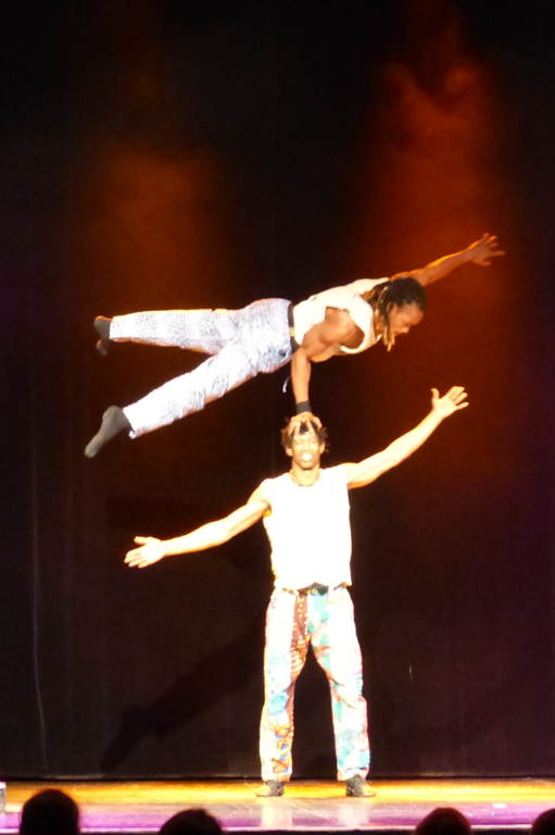 spectacle main a main et acrobatie