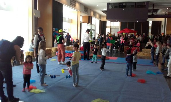 Atelier cirque pour animation arbre de Noël à Marignane 13 PACA
