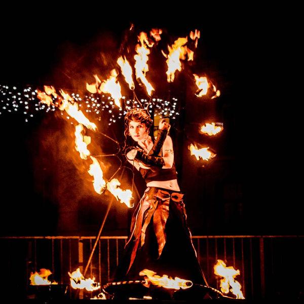 spectacle de jonglerie de feu de cirque indigo PACA
