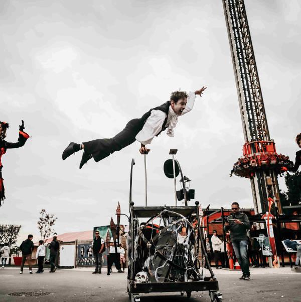 spectacle équilibre sur cannes cirque indigo Aix en Provence