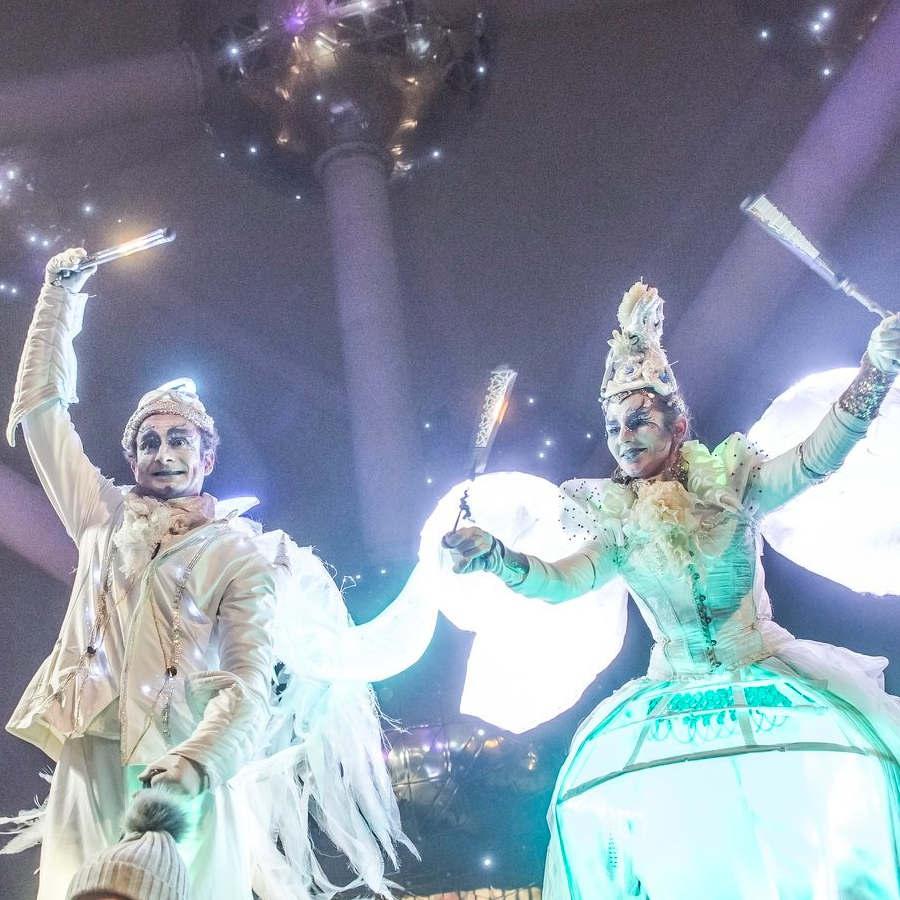 échassier lumineux féerique noël réveillon Bruxelles cirque indigo