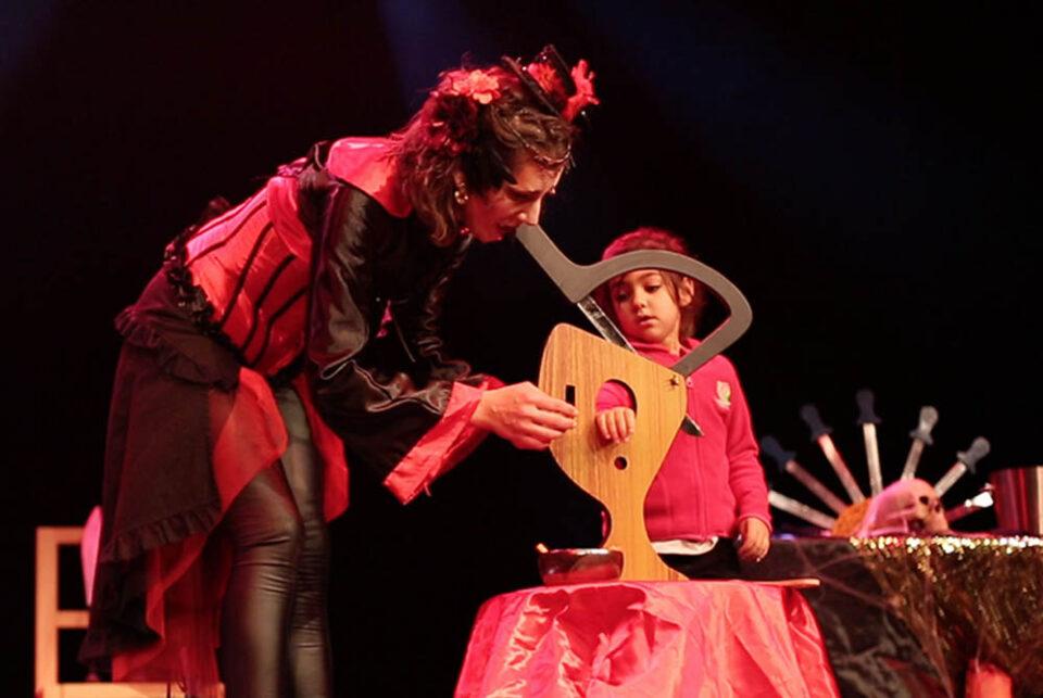 Spectacle Halloween pour enfants et magie Cirque Indigo PACA