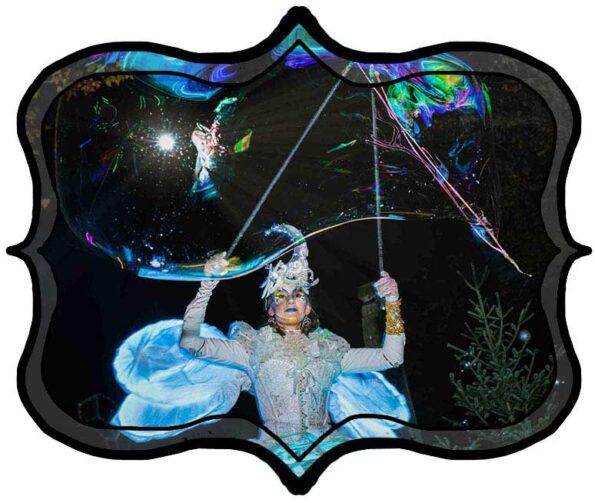 Spectacle-de-rue-lumineux-echassier-blanc-cirque-indigo
