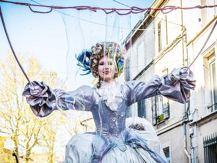 echassier-baroque-marquise-bulles-de-savon-cirque-indigo